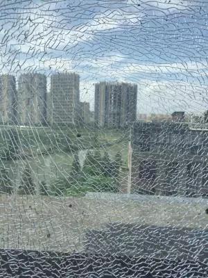 """武汉高温预警!高温导致钢化玻璃频频""""自爆"""""""