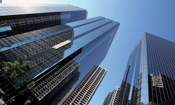 夏天为什么建筑玻璃需贴武卓玻璃贴膜公司的武汉隔热膜!